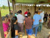 El Gobernador Departamental de Izabal Lic. Héctor Alarcón, visitó las Comunidades los Amates y la Ceiba del Municipio de El Estor Izabal
