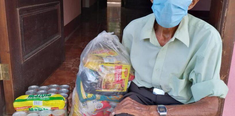 Personal de SOSEP realizan la Entrega de asistencia alimentaria a beneficiarios de Mis Años Dorados de El Estor, Izabal.