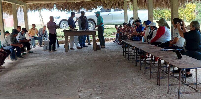 Representante de Gobernación Departamental de Izabal realiza visita de Campo como parte de la Mesa Técnica Departamental de Educación en atención al covid 19; en la comunidad de Tamejas, Livingston