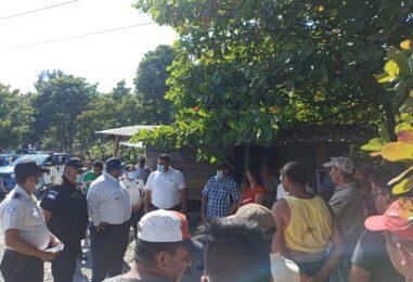 El Sr. Gobernador Departamental de Izabal, Lic. Héctor Alarcón, se hizo presente en los Amates, para dar solución a conflictos existentes