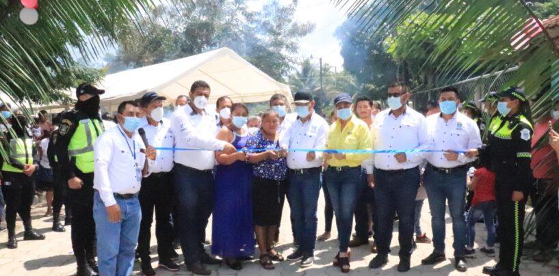 El Sr. Gobernador Departamental, Lic. Héctor Alarcón, estuvo presente en la inauguración de Mejoramiento calle Aldea Satélite Morales Izabal