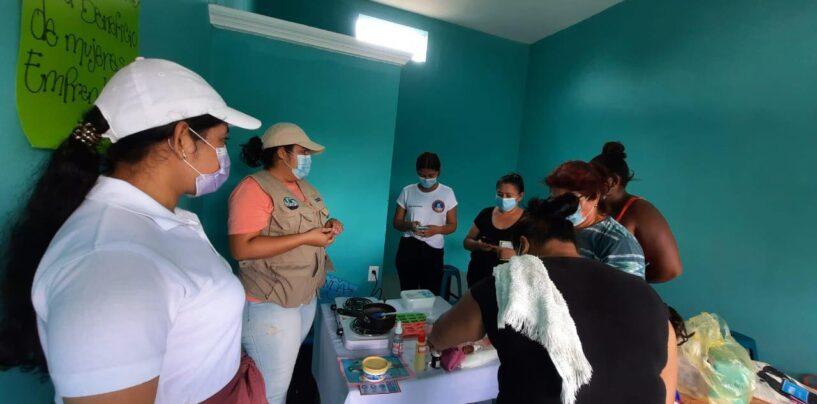 Capacitan a grupo de mujeres emprendedoras de la Colonia El Mitch del Municipio de Puerto Barrios, actividad coordinada por SESAN, MAGA, Estudiante de la universidad Mariano Galvez y COCODE